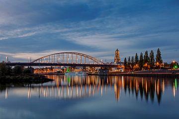 Arnhem, avec l'église Eusebius, le pont John Frost et le Rhin inférieur. sur Anton de Zeeuw