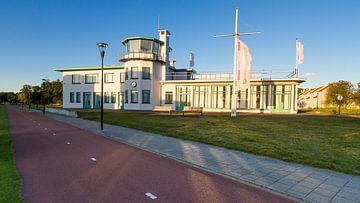 Voormalige luchthavengebouw burgerluchthaven Welschap, Meerhoven sur Joep de Groot