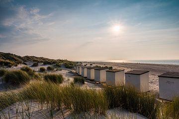 Strandhäuser am Strand von Renesse von Michel Knikker