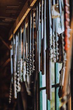 Antieke boortjes in werkplaats van Pim Haring