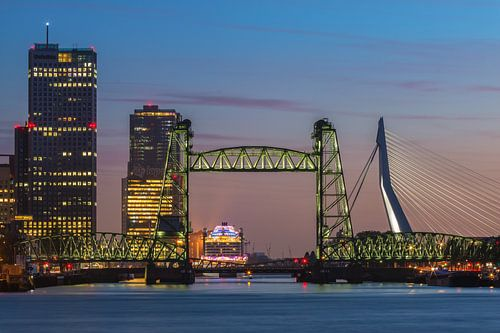 De Hef in Rotterdam verlicht van Ilya Korzelius