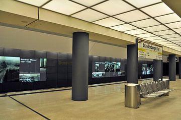 U-Bahn-Linie U5 Brandenburger Tor in Berlin von Silva Wischeropp
