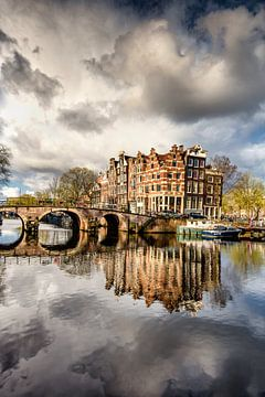 Bedrohlicher Himmel über der Brouwersgracht in Amsterdam von Frans Lemmens