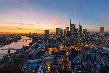 Frankfurt Skyline bei Sonnenuntergang von Robin Oelschlegel
