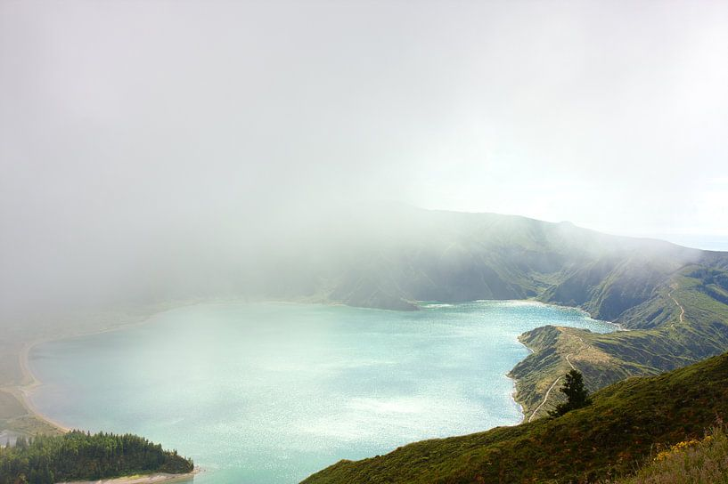 Crater See in den Wolken sur Jan Brons