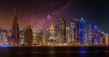 Doha Katar Skyline bei Nacht von Mohamed Abdelrazek