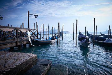 Gondoles à la Place Saint-Marc à Venise. sur
