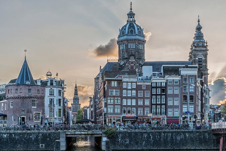 Een stukje Prins Hendrikkade in Amsterdam.