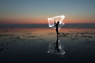 Licht harp op de waddenzee door een light paint van