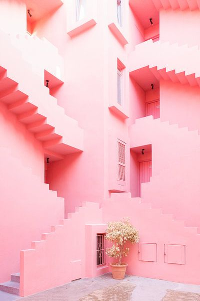 La Muralla Roja - trappenhuis van Anki Wijnen