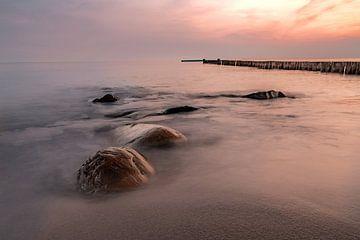 Stenen in de zee voor zonsopgang van Marc-Sven Kirsch