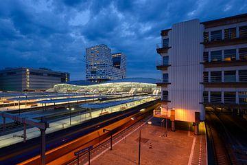 Zicht op Utrecht Centraal Station vanaf de Moreelsebrug van Donker Utrecht
