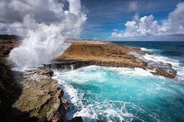 Ruige zee bij Boka Pistol op Curaçao van Krijn van der Giessen