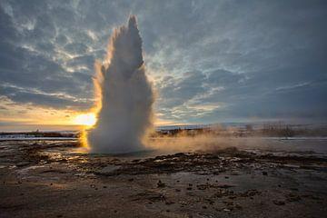Geiser in IJsland von Esther Bakker-van Aalderen