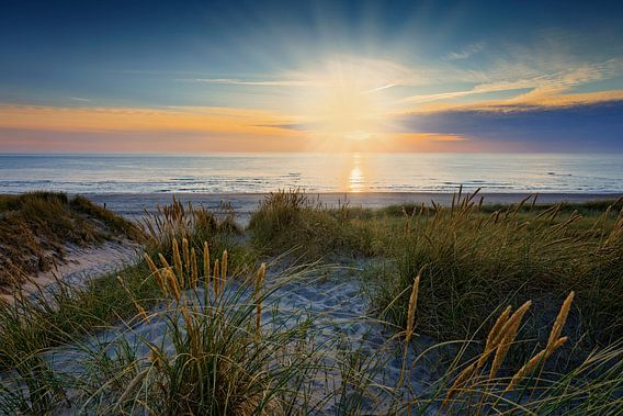 zonsondergang in de Noordzee bij de duinen van Petten  van gaps photography