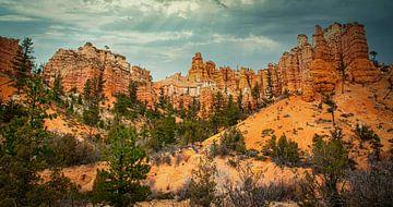 Dramatischer Himmel über dem Brice Canyon, USA von Rietje Bulthuis