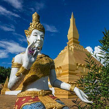 Kleine Stupa met boeddha in Luang Namta, Laos