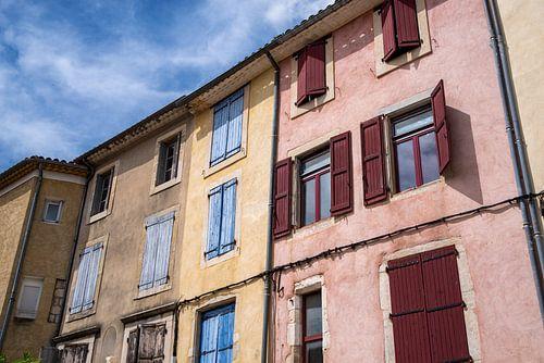 Farbenfrohe Hausfassaden in Südfrankreich