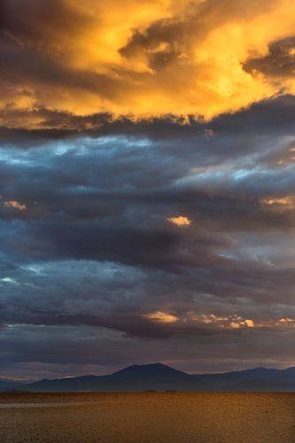 Stormachtige luchten in Griekenland van Miranda van Hulst