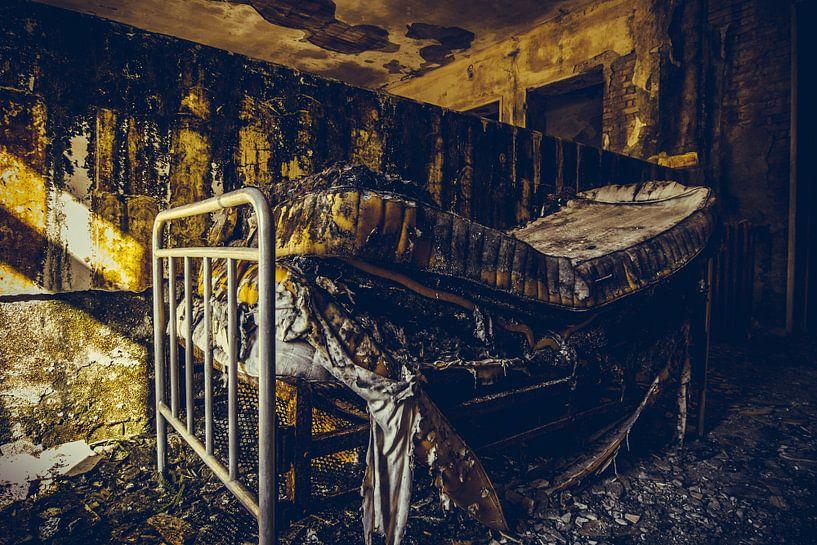 Vervallen slaapkamer van Tamara de Koning