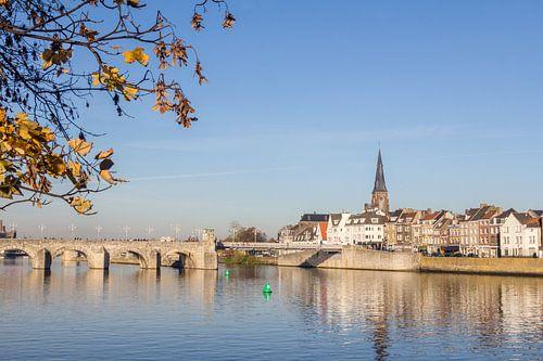 Uitzicht op de Servaasbrug van Maastricht Nederland