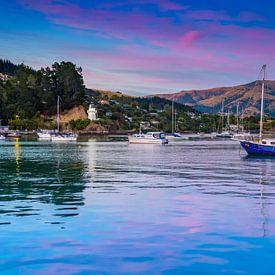 Zonsopkomst, de vuurtoren van Akaroa, Nieuw Zeeland van Rietje Bulthuis