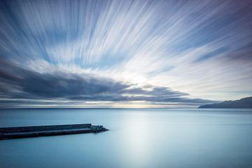 Sprankelende lucht boven zee van Arina Keijzer