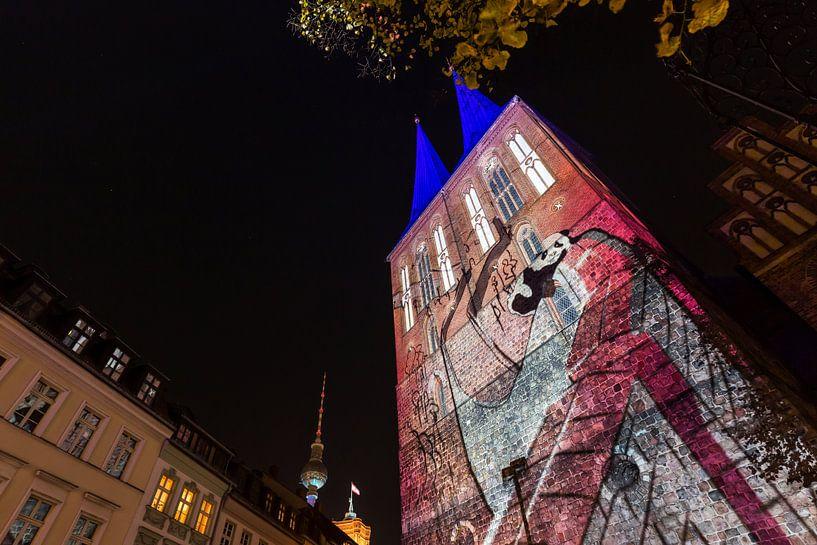 La Nikolaikirche de Berlin sous un éclairage particulier sur Frank Herrmann
