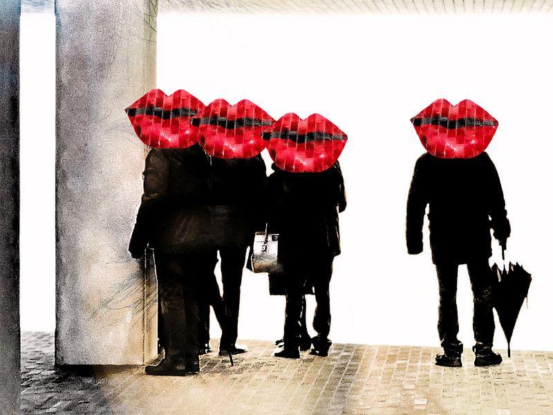 People at the Elphi with red lips van Gabi Hampe