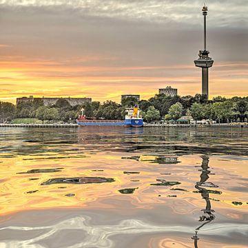 Waterspiegeling Euromast van Frans Blok