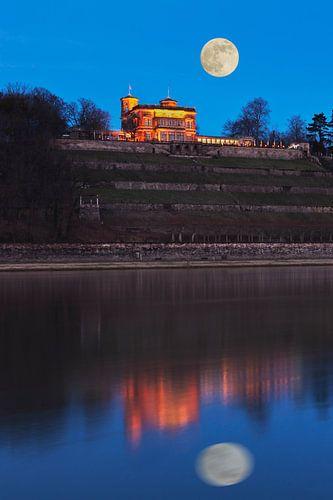 Lingnerschloss Castle van