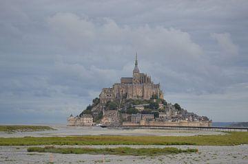 Zicht op Mont St. Michel, Bretagne van Bernard van Zwol