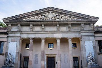 Klassische Fassade des Museums für Geologie in Barcelona, Spanien von WorldWidePhotoWeb