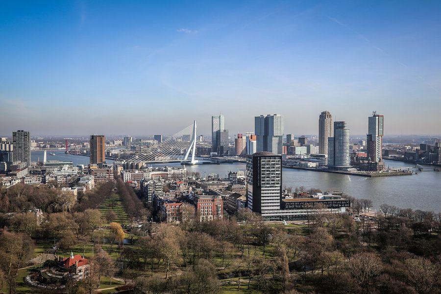 UItzicht vanaf de Euromast op de kop van Zuid en de Erasmusbrug in Rotterdam