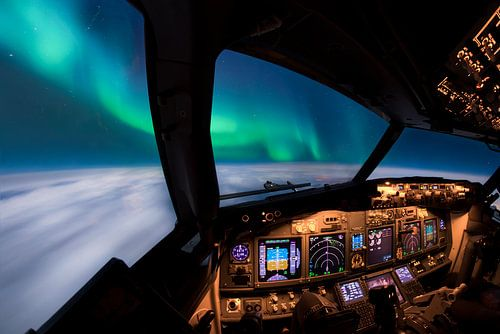Flying under the Auora Borealis