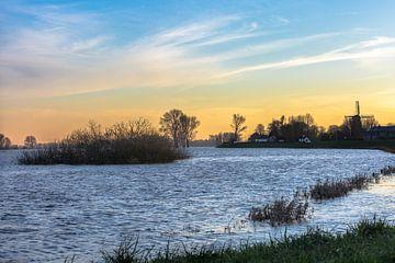 Hoog water bij IJssel, Welsum van Evelien Stijf