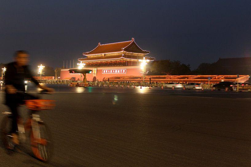Fietser in Beijing, China van Ingrid Meuleman