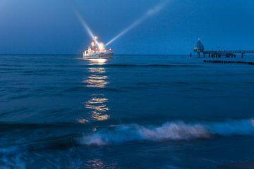 Seenot-Rettungskreuzer vor Zingst an der Ostsee von Christian Müringer