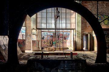 Door het oog, urban exploring van Henk Elshout