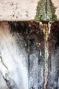detail vervallen muur oude fabriek urbex