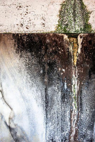 detail vervallen muur oude fabriek urbex van Martzen Fotografie