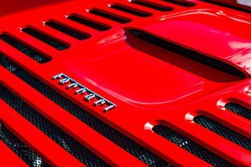 Detail der Motorabdeckung des Ferrari F355 Berlinetta am roten Sportwagen von Sjoerd van der Wal