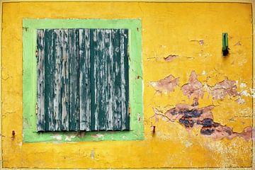 yellow wall van Bernd Hoyen