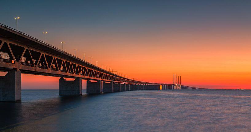 Panorama eines Sonnenuntergangs an der Öresundbrücke, Malmö, Schweden von Henk Meijer Photography