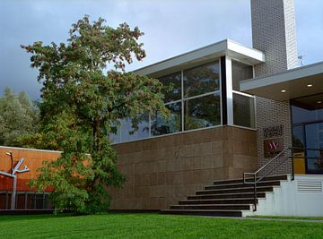 Bürogebäude, entworfen von Gerrit Rietveld. von Erwin Zeemering