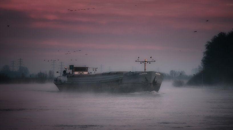 Janita in the mist... van Remco Lefers