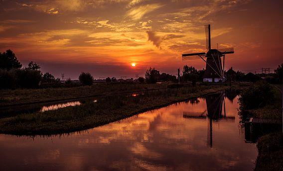 Windmolen bij zonsondergang van jody ferron
