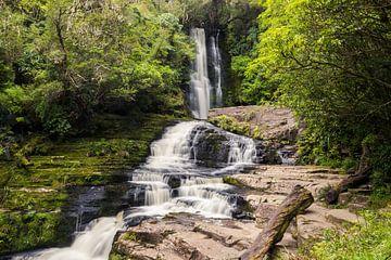 McLean Falls in Nieuw-Zeeland van Linda Schouw