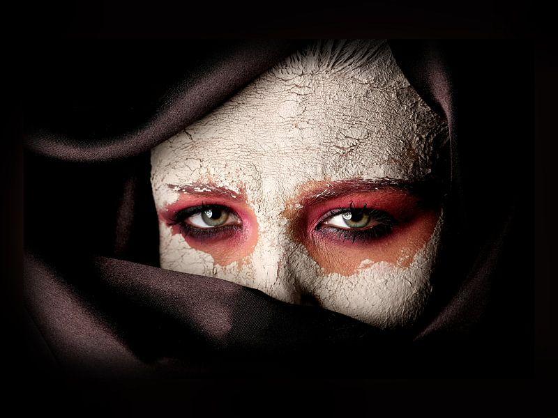 Eyes in clay