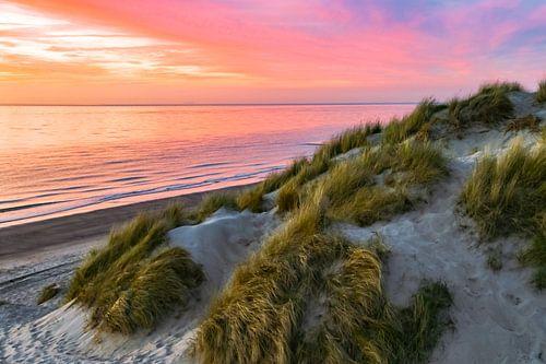 Zonsondergang in de duinen van Zeeland